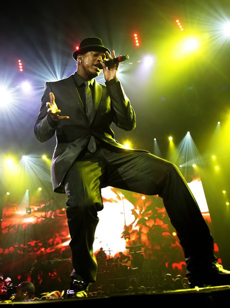 Ne-yo singing in a black suit
