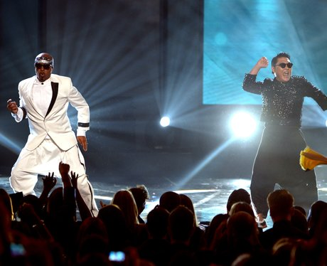MC Hammer and PSY at the AMAs 2012