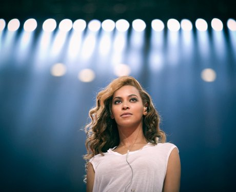 beyonce gets ready for the super bowl