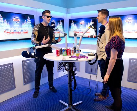 John Newman Hangs Out Backstage With Rich Amp Kat Jingle