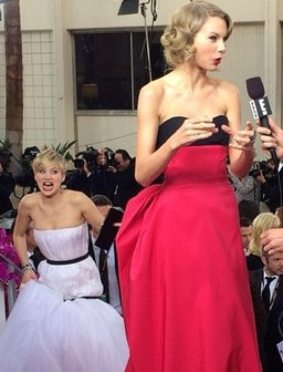 Jennifer Lawrence Photobombs Taylor Swift At Golde