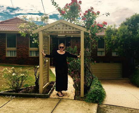 Adele on set of Neighbours